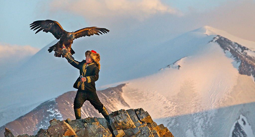 THE EAGLE HUNTRESS F